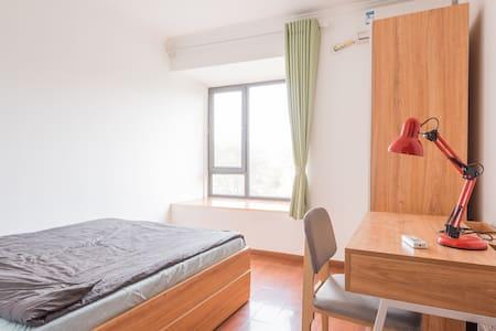 超大112平米,紧挨西北旺地铁,两室两卫,温馨卧室 - Beijing - Flat