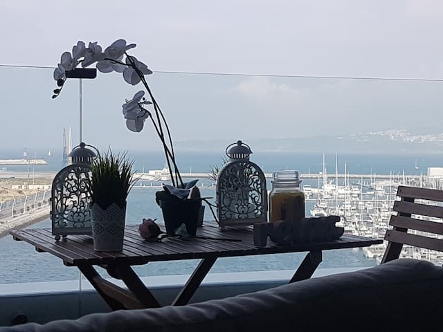 Waterfront Apartment 180° view of coast line.