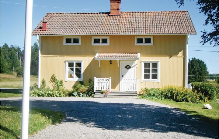 Awesome home in Fjärhundra with 3 Bedrooms