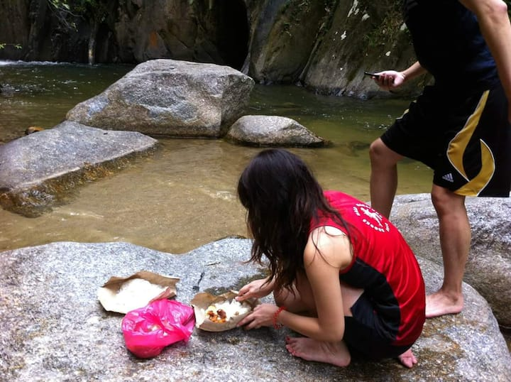 Enjoy lunch at nature
