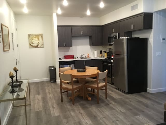 2bd/2 bath,brand new apartment ,free parking/wifi - Los Angeles - Pis