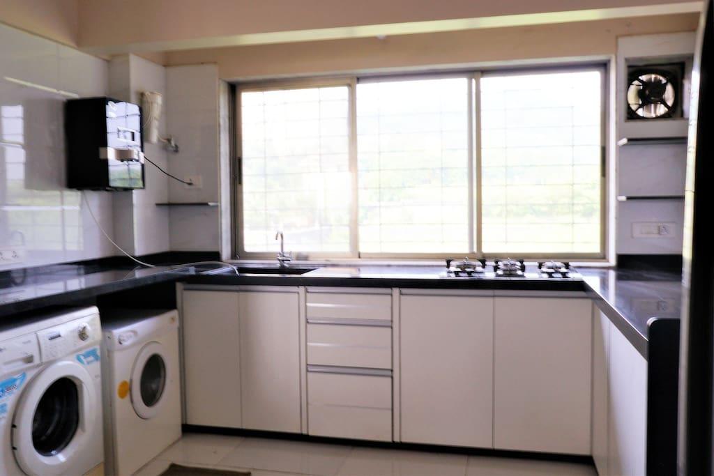 Kitchen & laundry amenities