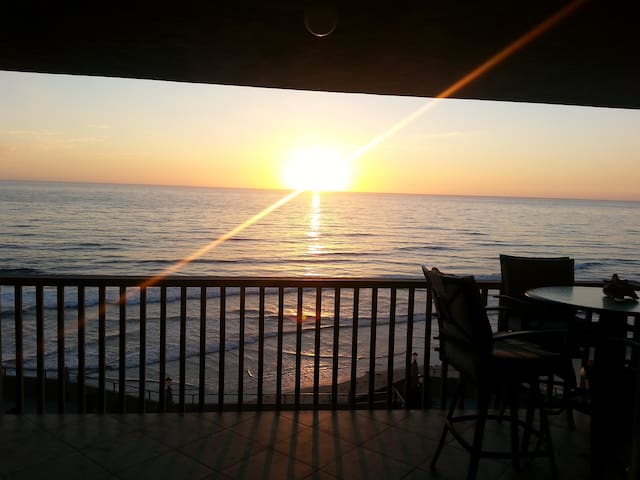 INCREDIBLE BEACHFRONT CONDO - Solana Beach - Flat