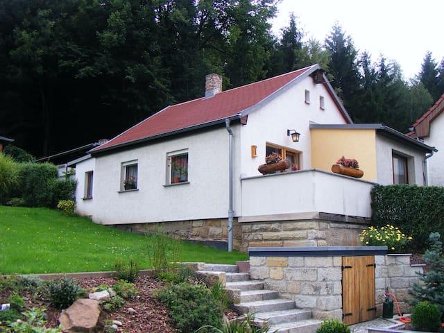 Gartenhaus am Waldrand im Kurort Berggießhübel