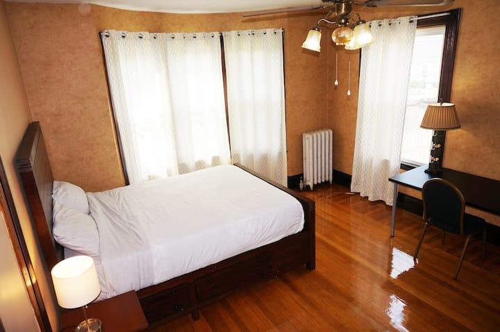 Spacious room, near transit, keyless self check-in