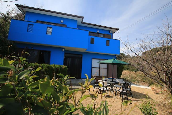 高台の4LDK別荘/最大15人まで可能/無料BBQ/ペットOK/全面リフォームの大きな別荘を独り占め