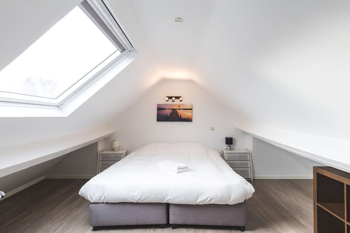 Roof top 2 bedroom apartment in trendy St Gilles