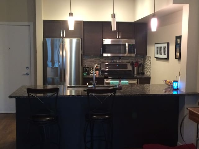 Adorable, cozy 1.5 BR condo, 5 mins from downtown! - Calgary - Condominium