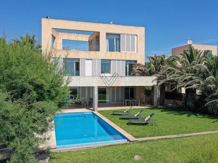 Port Nou, villa in front of the beach of Costa de los Pinos, Mallorca