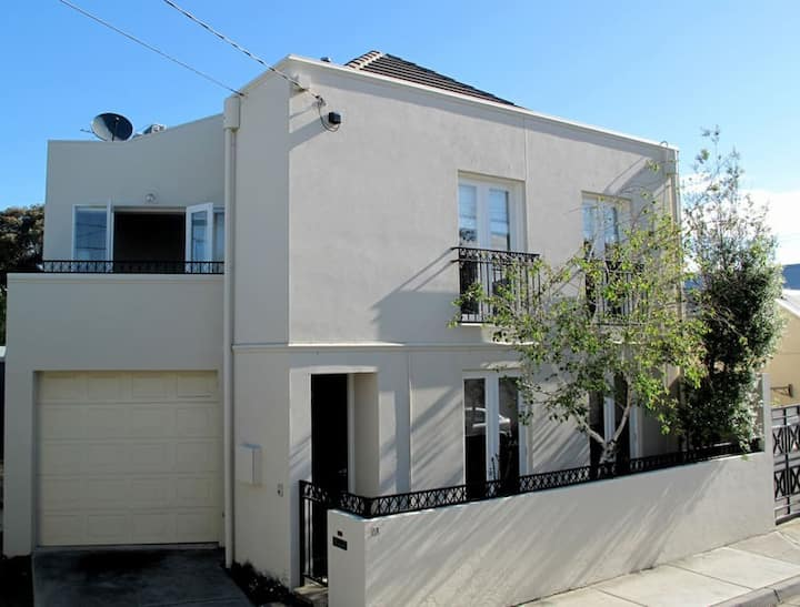 South Yarra Place - Great Location - 3br House