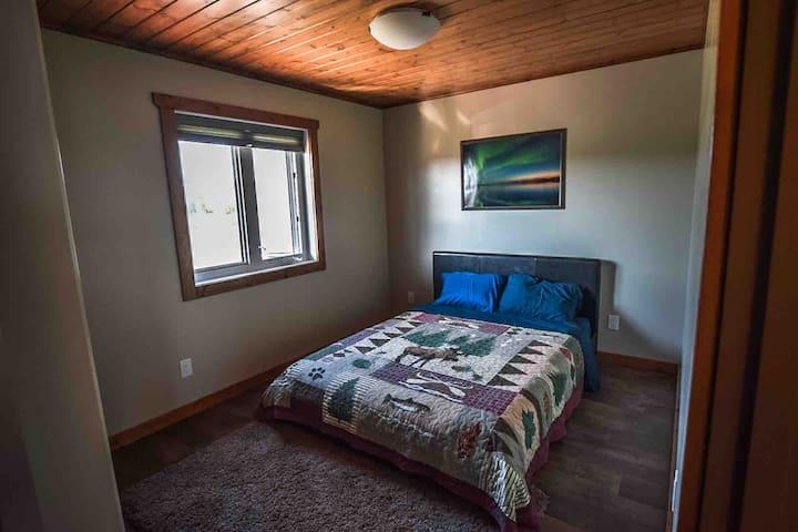Bedroom 3 Main Floor 1 Queen Size Bed
