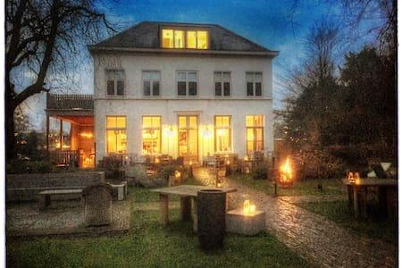 Villa Heidetuin Kamer Vert - Bergen op Zoom - Bed & Breakfast