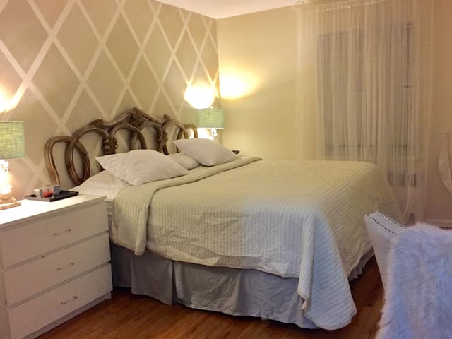 King Bedroom - New Rochelle - Apartmen