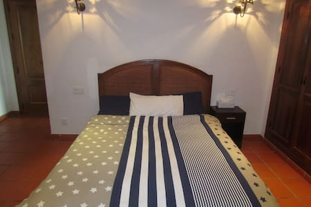 Double room with ensuite bathroom and the terrace - San Enrique de Guadiaro - 公寓