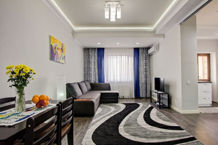 Best location Sunny 70m2 - Bishkek - Apartmen