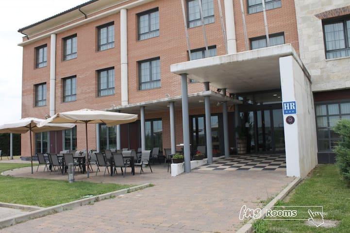 Hotel Camino Real - Triple. 3 camas . Baño privado