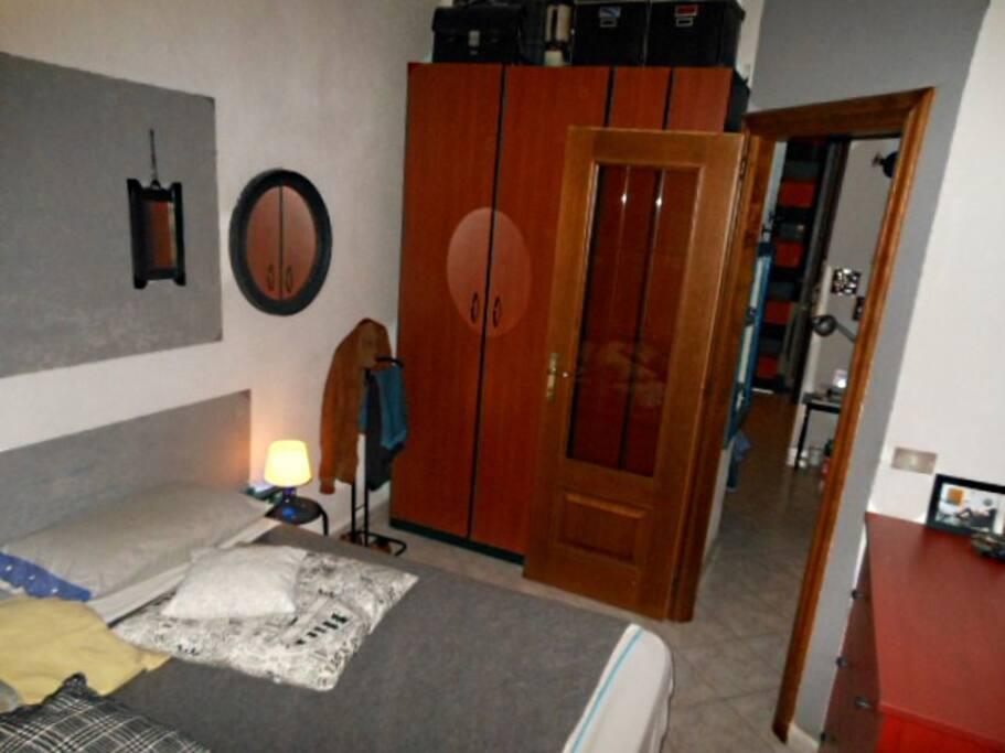 stanza da letto vista balcone