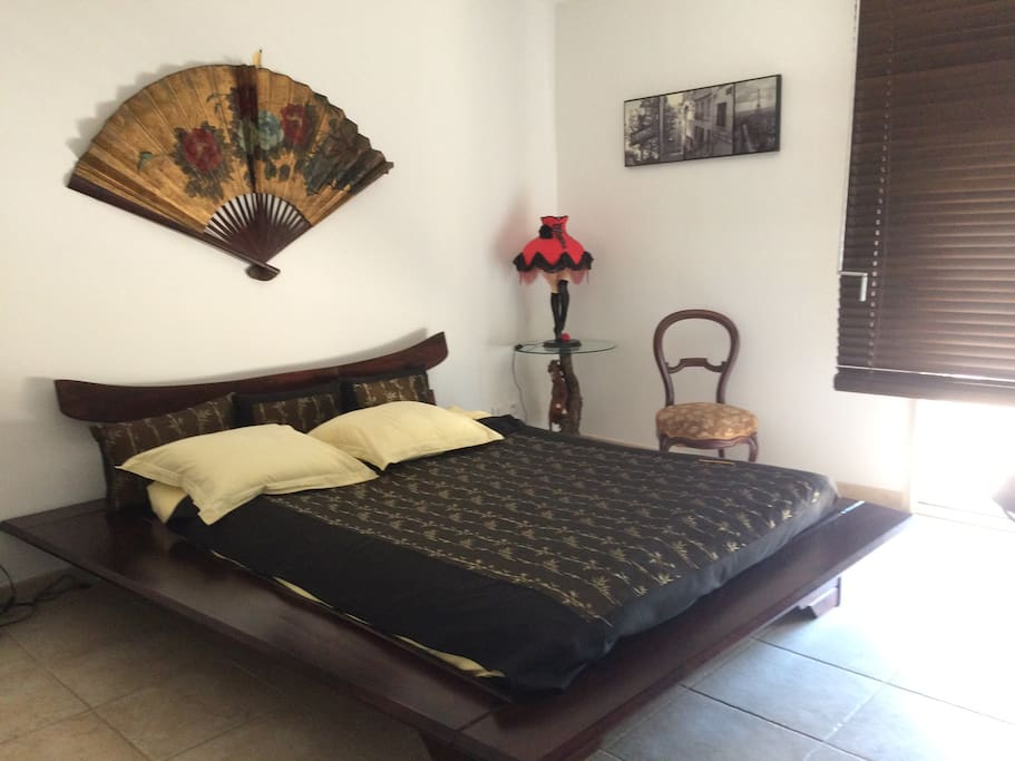 Grand lit 2 places / king size bed