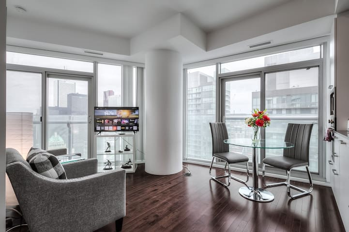 New 40+  ICE condo in Downtown near CN Tower