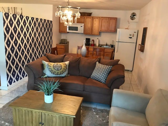Private Apt. Minutes from NYC, EWR and Newark Penn