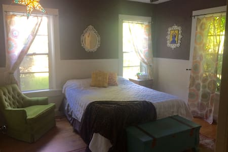 Historic bohemian bedroom suite - Gainesville