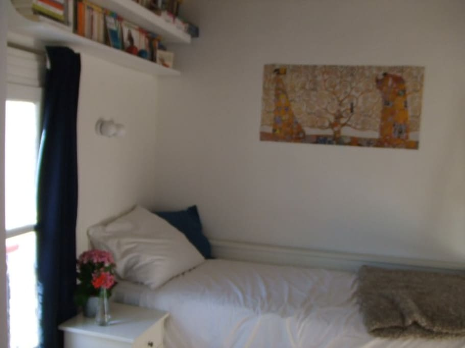 Studio, single bed (extensible), ideal for one person or young couple.
