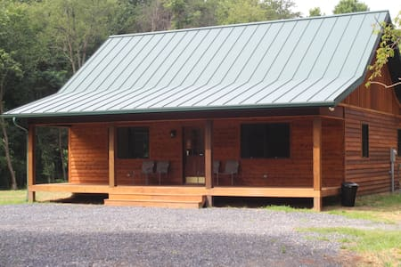 BRAND NEW Secluded Cabin, Handicap Access, Hot Tub - Rileyville - Cabaña