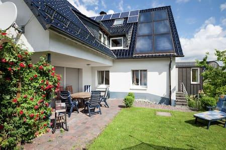 Ruimtelijk appartement in Bödefeld met balkon