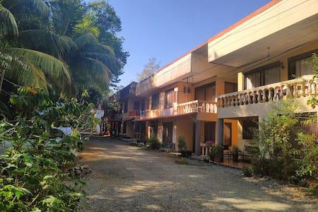 Mahi-Mahi Apartment by the Park