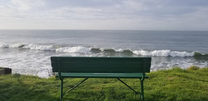 7 Houses from the Ocean - Pleasure Point Surf!