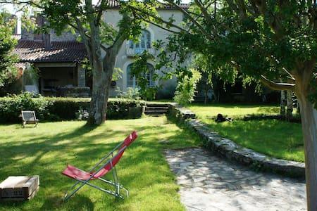 Vaste maison et jardin sur remparts - Vouvant - Talo