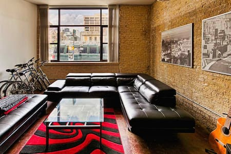 Modern Industrial Loft in the Heart of Downtown - Austin - Condominium