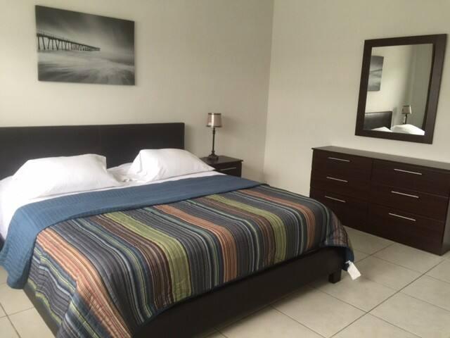 Beautiful 2 Bedroom 2 bath condo facing the canal! - Miami Beach - Apartment