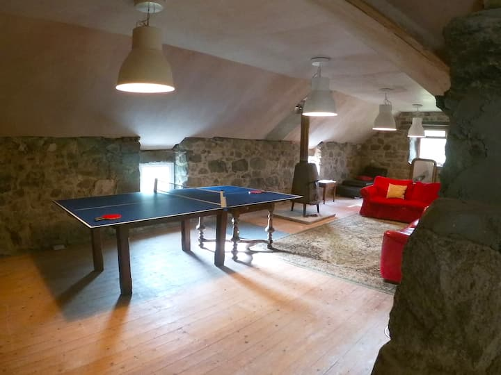 Large Highland Home with Games Room/Barn
