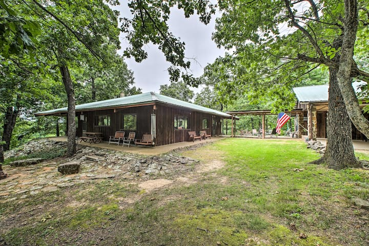 'Pine Lodge Cabin' on 450 Acres in Ozark Mountains