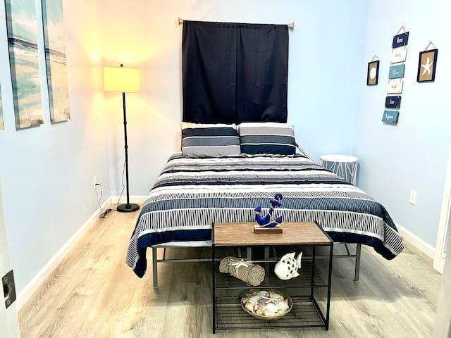 Guest bedroom- quaint and delightful!