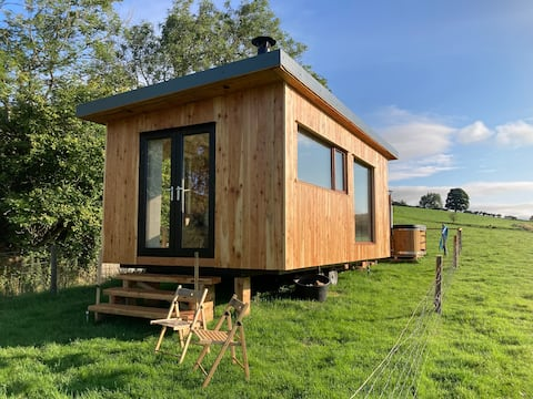 The Hideaway, off grid glamping pod with hot tub.