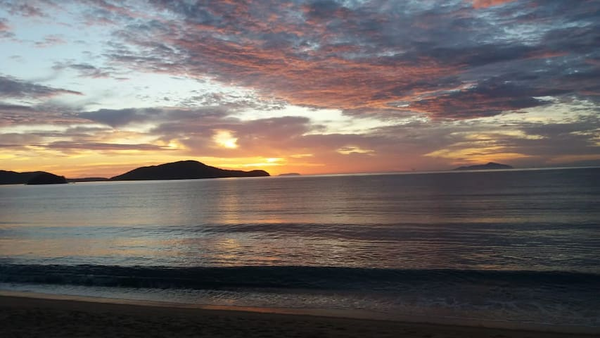 Foto do nascer do sol na Prai da Massaguaçu.