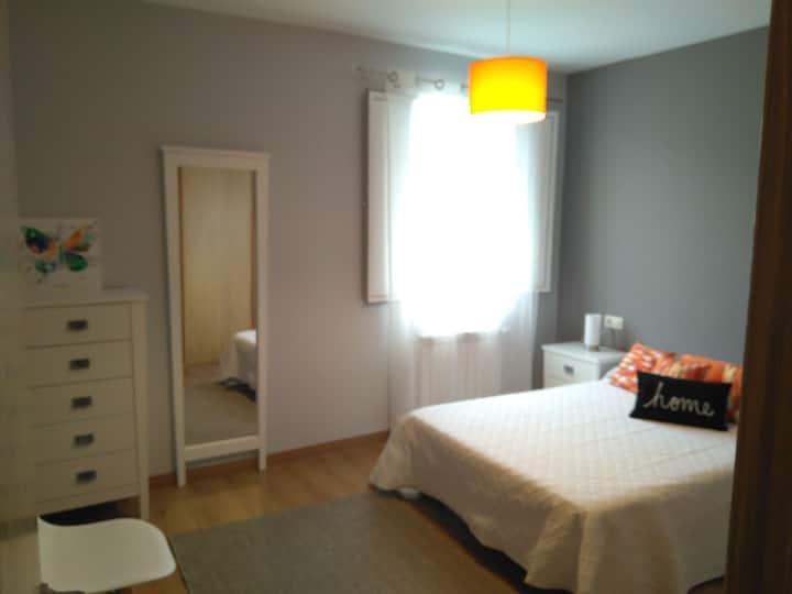 Nuevo, cómodo y amplio apartamento.