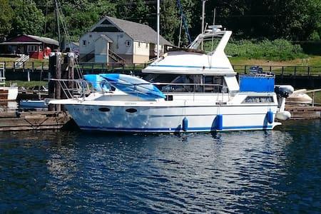Finalement - Alert Bay - Boat