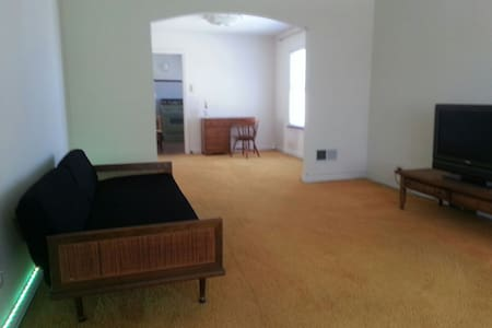 Room and TV - Two Bedroom Apartment - Lakás