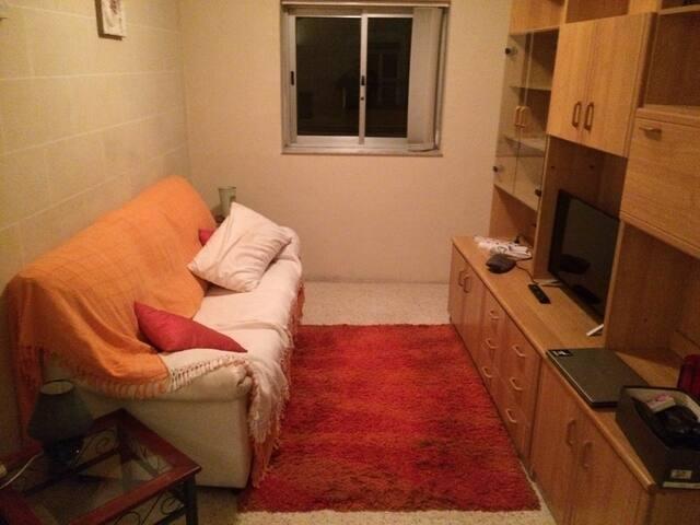 nice bedroom+balcony+desk+wi-fi - San Gwann - Apartemen