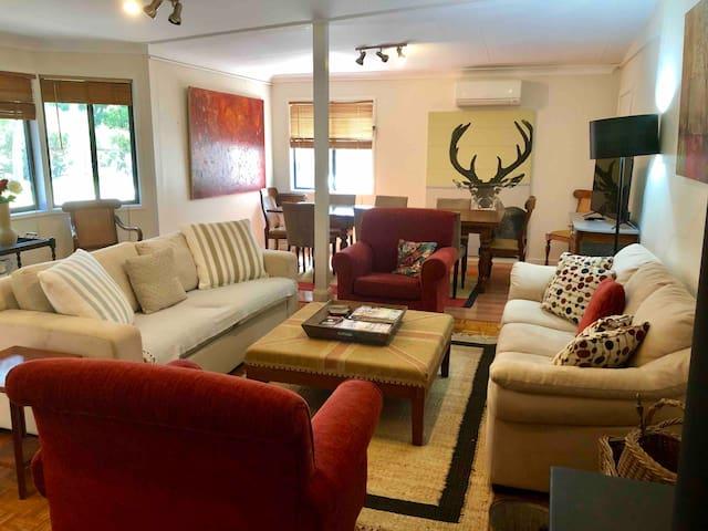 Lawson Farm Cottage - historic luxury farm stay