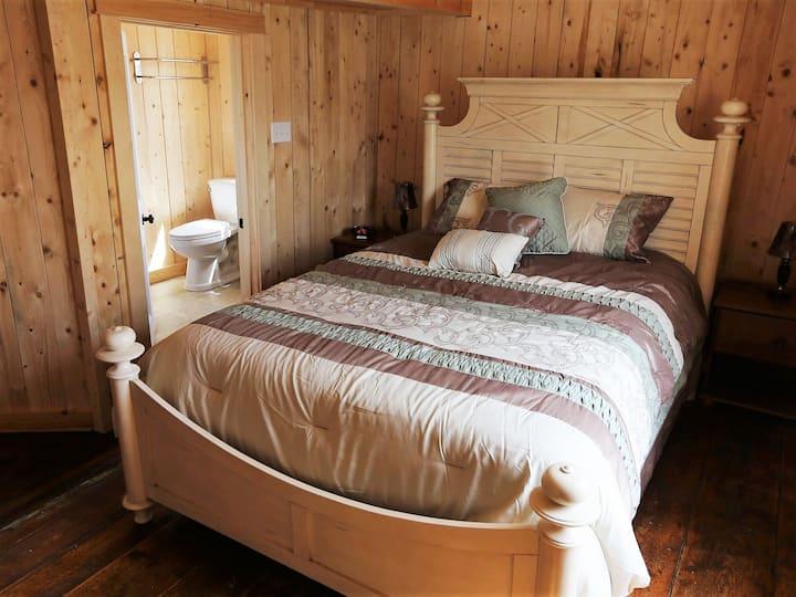 Trinity Eco-tours Lodge The Orca Room