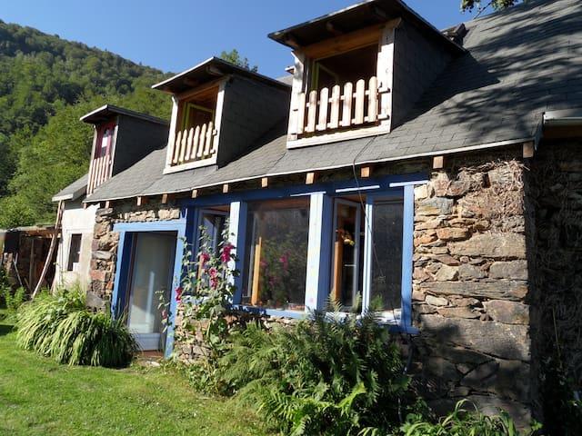 maison de montagne calme nature - Biert - House