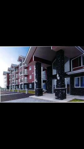 Country Living Within the City! - Edmonton - Apartmen
