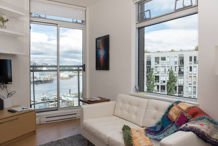 Modern Harbour View Loft 3