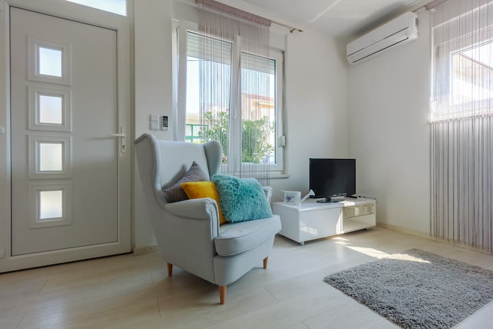 Klara°cozy new apt near old town of Trogir - Trogir - Pis