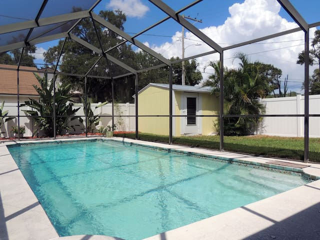 Own entrance, pool,no fees,5 miles to beach,bikes