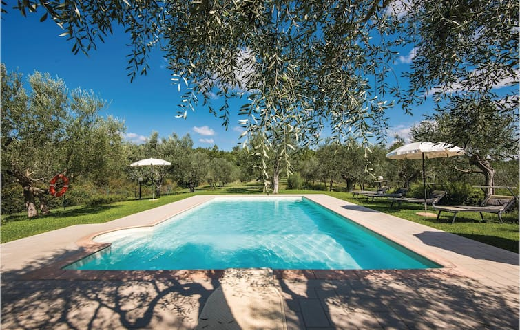 Holiday apartment with 4 bedrooms on 120m² in Lucignano AR